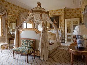 1-ballyfin-ireland-crhotel-bedroom2