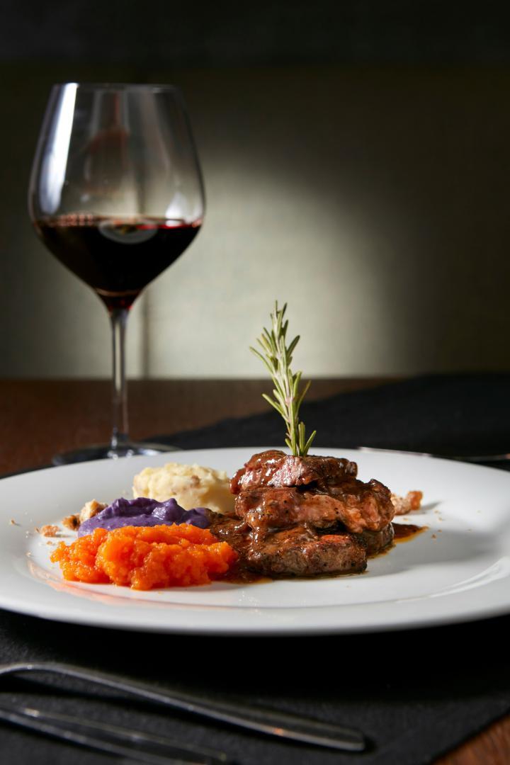 oiled roast wild boar with vinsanto sauce